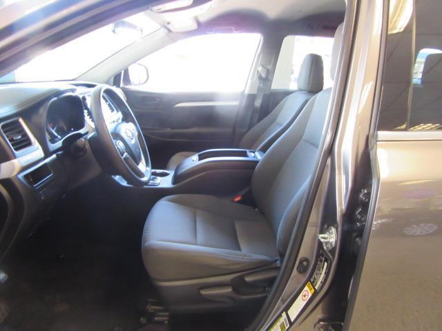 2015 Toyota Highlander LE 10