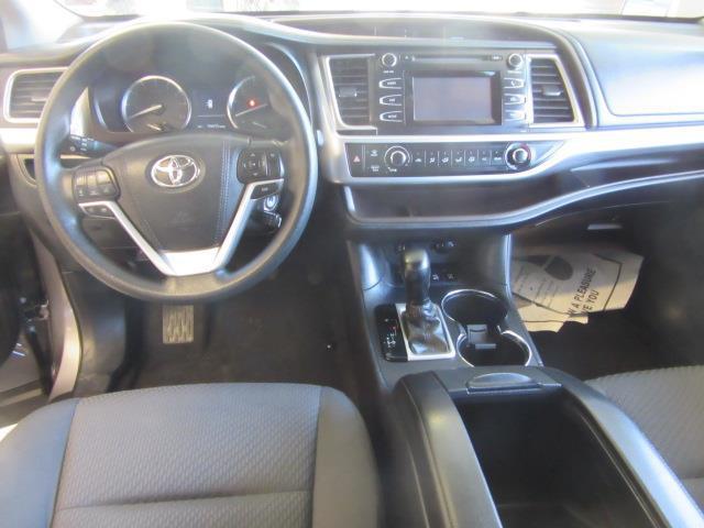 2015 Toyota Highlander LE 13
