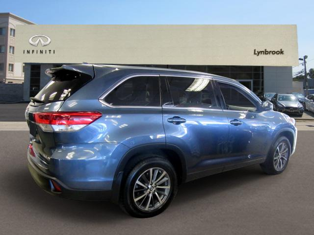 2017 Toyota Highlander XLE 2