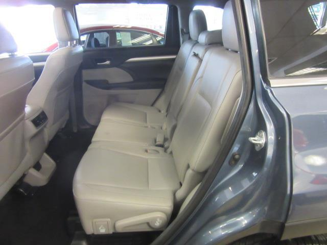 2017 Toyota Highlander XLE 10