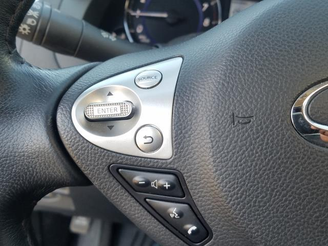 2017 INFINITI QX70 AWD 30
