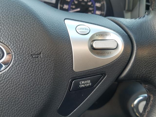 2017 INFINITI QX70 AWD 31