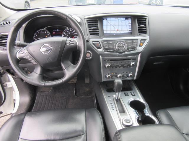 2017 Nissan Pathfinder SL 13