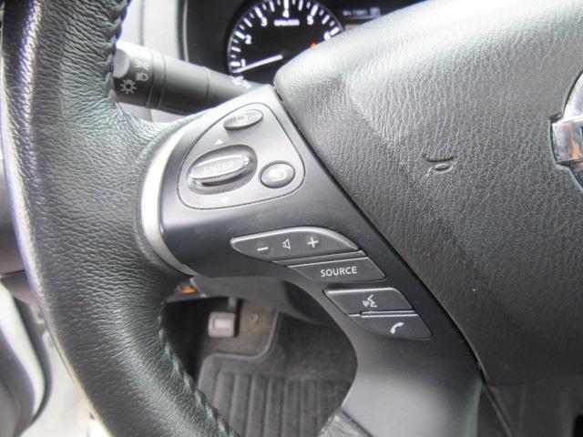 2017 Nissan Pathfinder SL 19