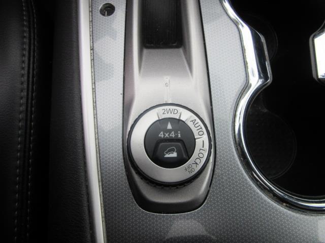 2017 Nissan Pathfinder SL 23