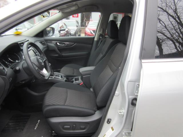 2018 Nissan Rogue SV 11