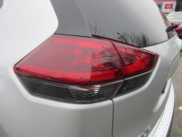 2018 Nissan Rogue SV 8