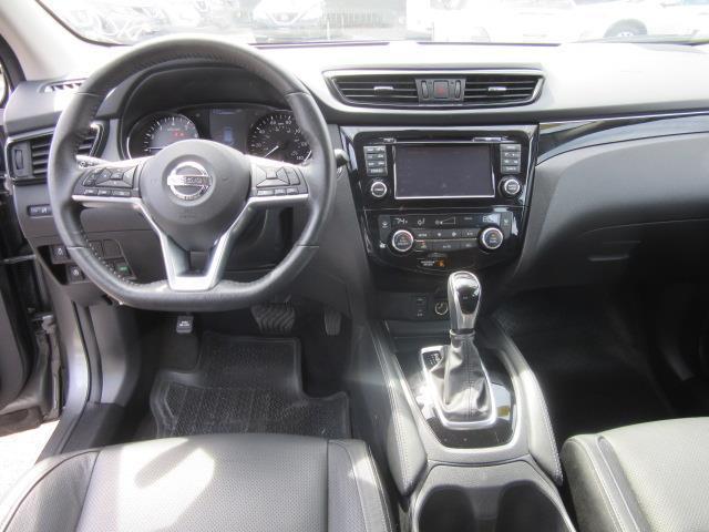 2017 Nissan Rogue Sport SL 14