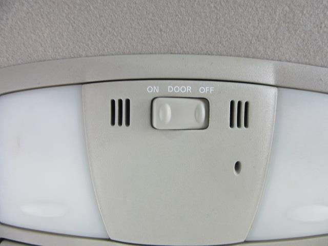 2010 Nissan Rogue S 26