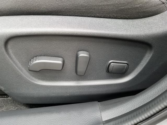 2016 Nissan Rogue SV 18