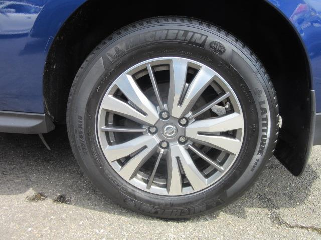 2017 Nissan Pathfinder SV 10