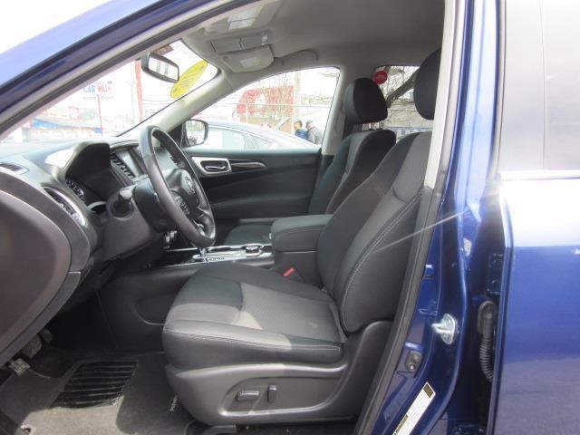 2017 Nissan Pathfinder SV 11