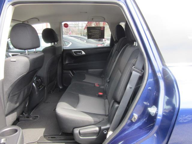 2017 Nissan Pathfinder SV 12
