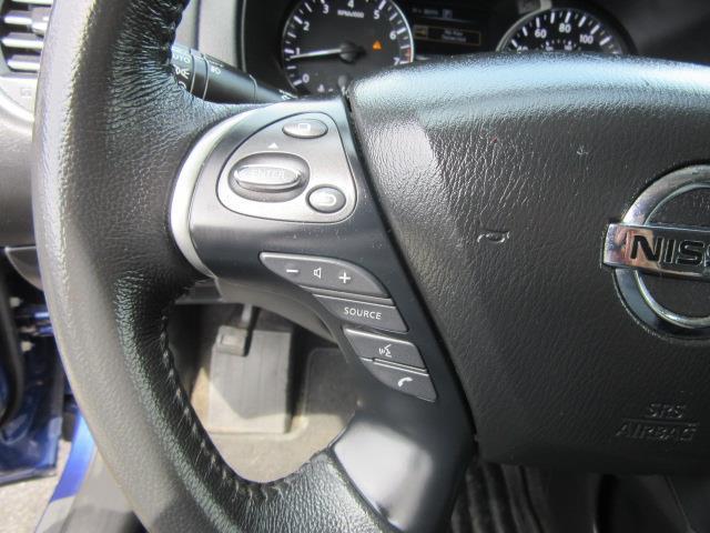 2017 Nissan Pathfinder SV 18