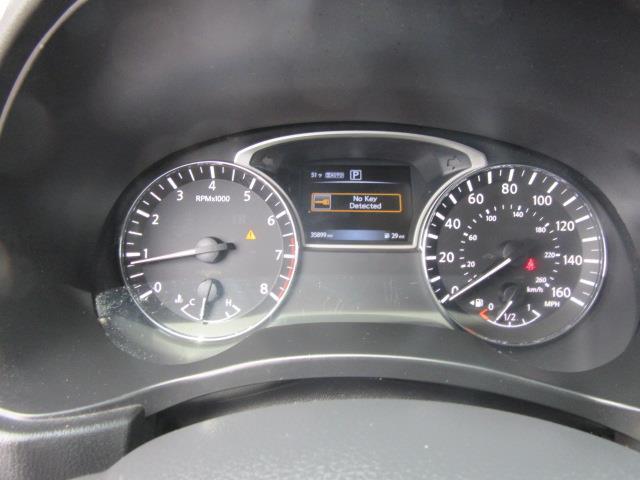 2017 Nissan Pathfinder SV 27