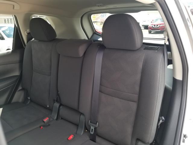 2016 Nissan Rogue SV 10