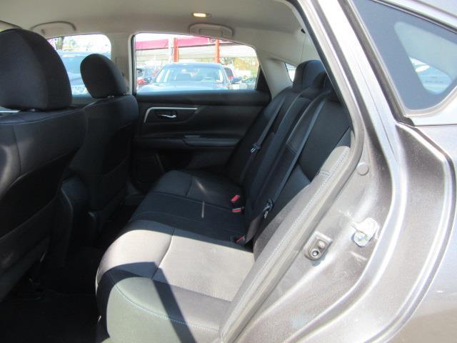 2016 Nissan Altima 2.5 SR 11