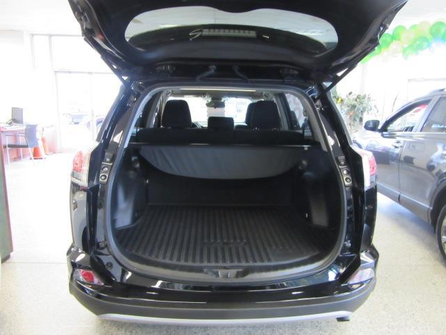 2018 Toyota Rav4 XLE 2