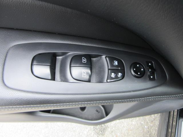 2017 Nissan Pathfinder Platinum 16