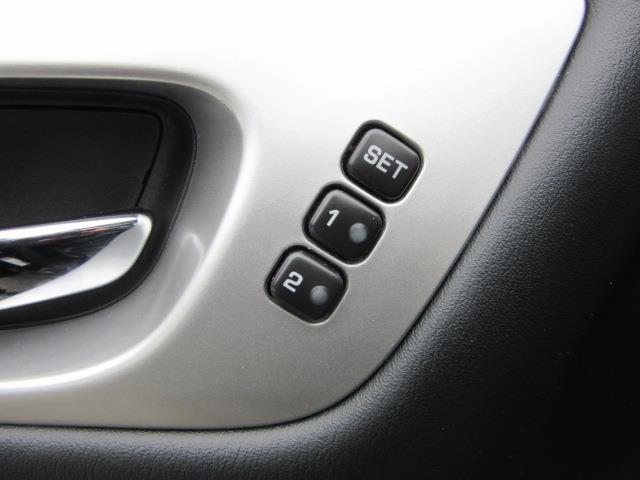 2017 Nissan Pathfinder Platinum 17