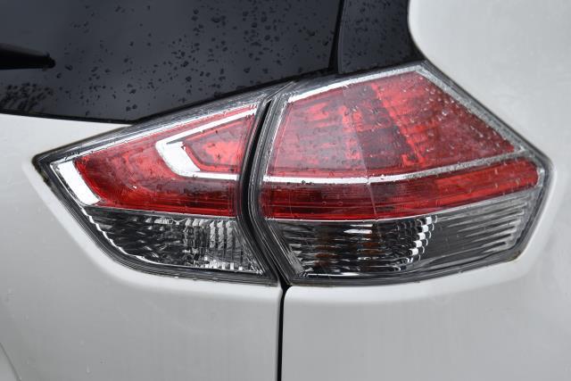 2016 Nissan Rogue SL 9