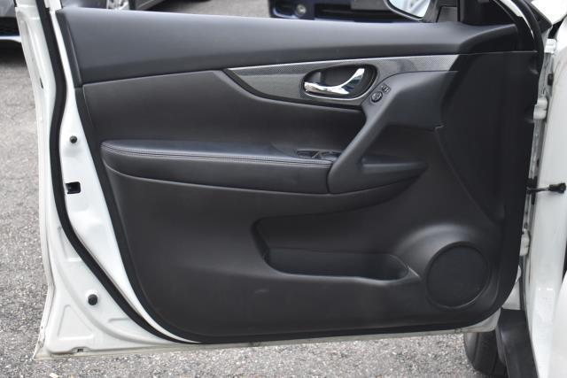 2016 Nissan Rogue SL 17