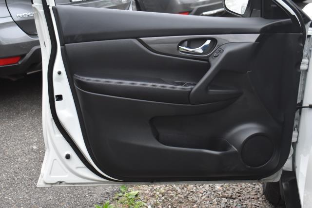 2018 Nissan Rogue S 14