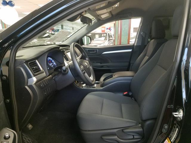 2019 Toyota Highlander LE 9