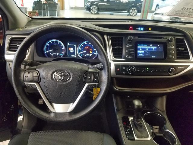 2019 Toyota Highlander LE 12
