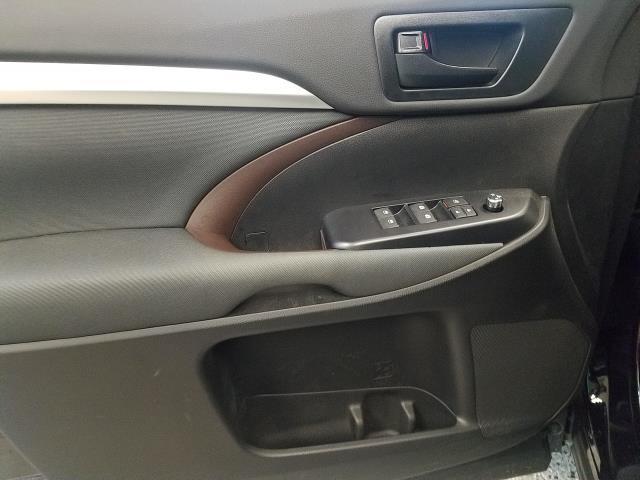 2019 Toyota Highlander LE 13