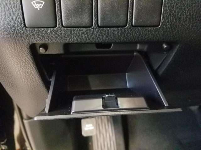 2019 Toyota Highlander LE 16