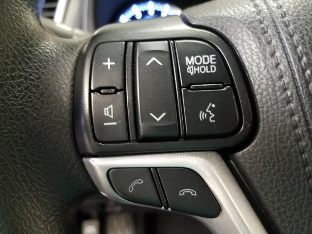 2019 Toyota Highlander LE 23