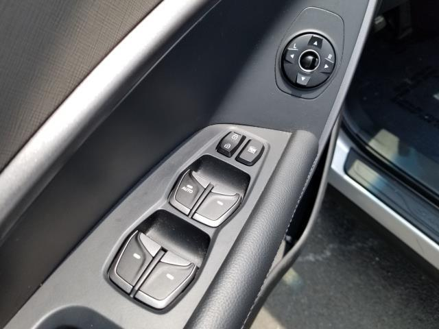 2013 Hyundai Santa Fe 2.0T Sport 17