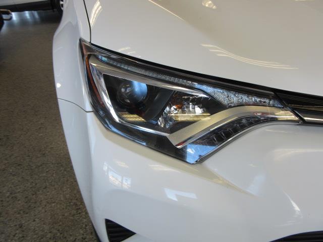 2016 Toyota Rav4 LE 6