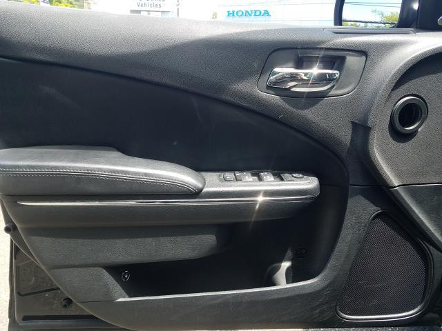 2013 Dodge Charger SXT 17