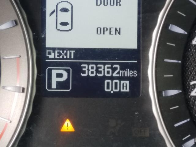 2016 INFINITI Q70 4dr Sdn V6 AWD 27