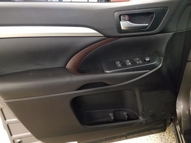 2019 Toyota Highlander XLE 15