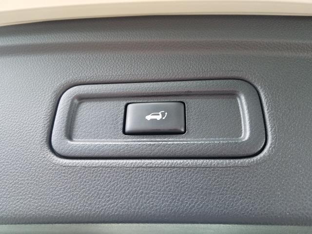 2016 INFINITI QX70 AWD 4dr 9
