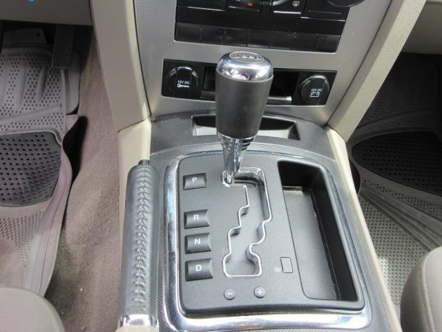 2009 Jeep Grand Cherokee Laredo 19