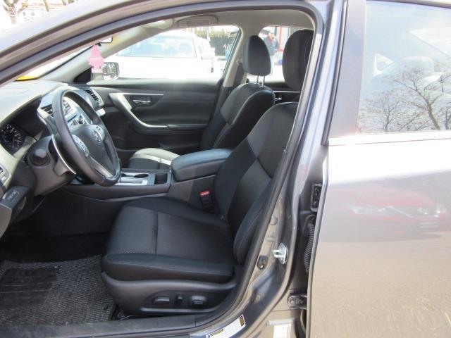 2017 Nissan Altima 2.5 SR 11