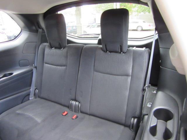 2016 Nissan Pathfinder SV 13