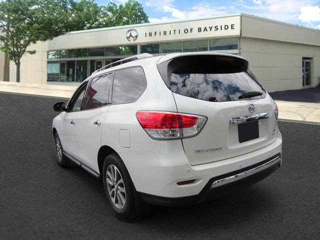 2016 Nissan Pathfinder SV 1