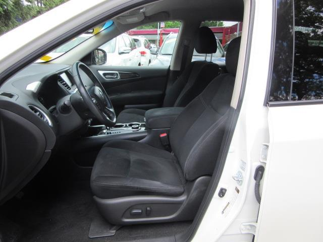 2016 Nissan Pathfinder SV 11
