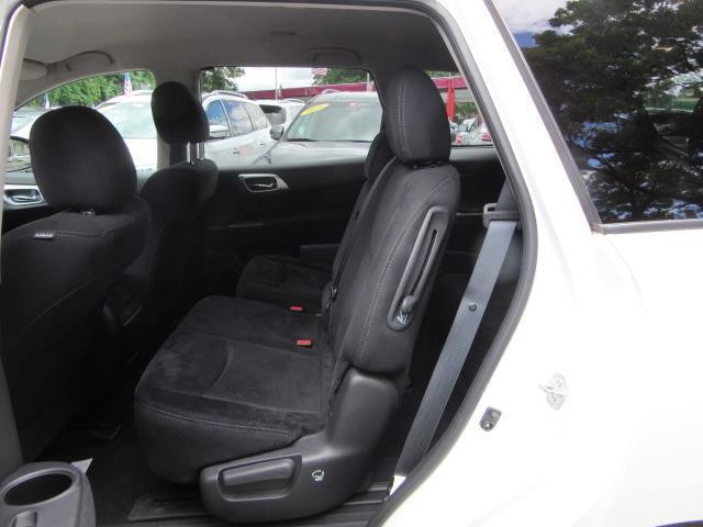 2016 Nissan Pathfinder SV 12