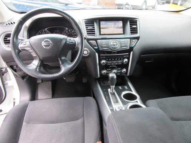 2016 Nissan Pathfinder SV 14