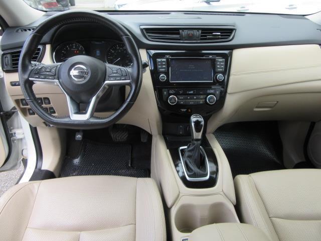 2017 Nissan Rogue SL 13