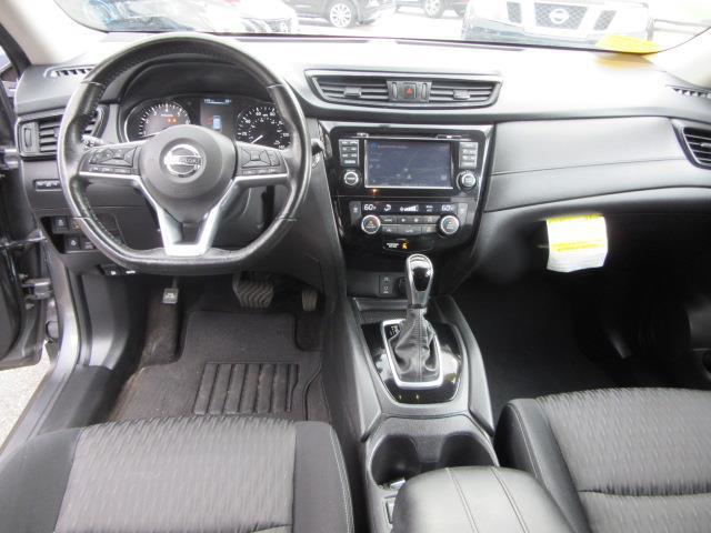 2017 Nissan Rogue SV 11
