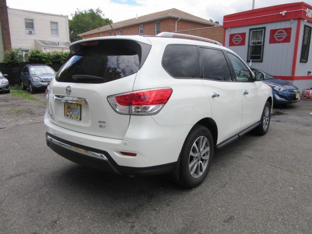 2016 Nissan Pathfinder SV 2