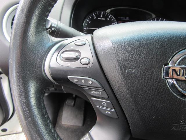 2016 Nissan Pathfinder SV 19