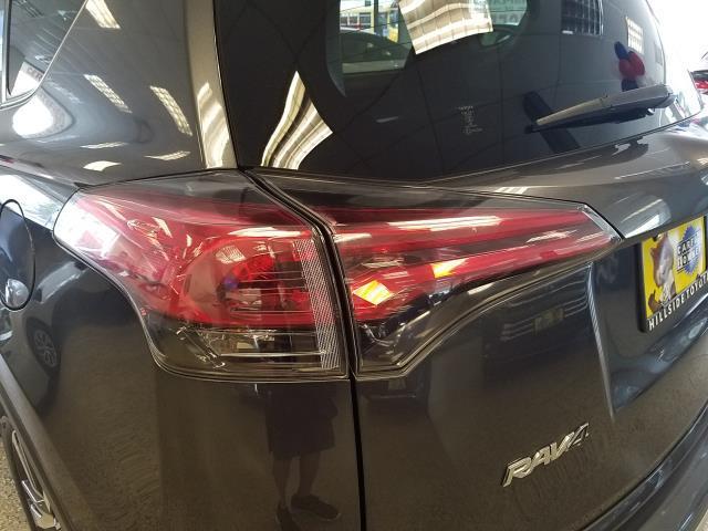 2016 Toyota Rav4 XLE 9